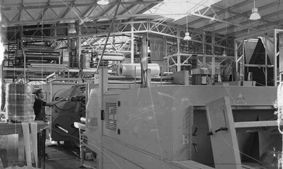 1993 Pierwsza linia technologiczna doprodukcji regranulatu